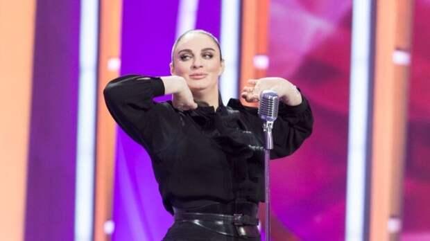 """Ваенга поставила себе """"двойку"""" за номер в образе Толкуновой в шоу """"Точь-в-точь"""""""