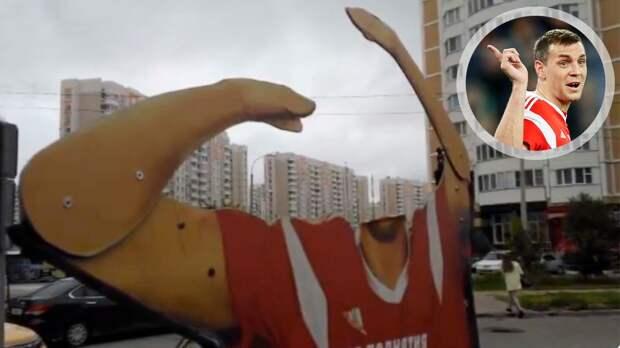 В Подольске произошел новый инцидент с алюминиевой фигурой Дзюбы. Ее оставили без головы: видео
