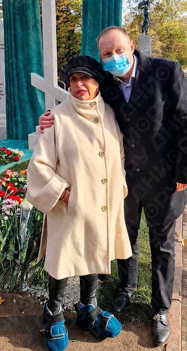 «Давайте! Я не откажусь! Хочу в Париж и Турцию!»: вдова Караченцова о планах на пенсию в 150 тысяч