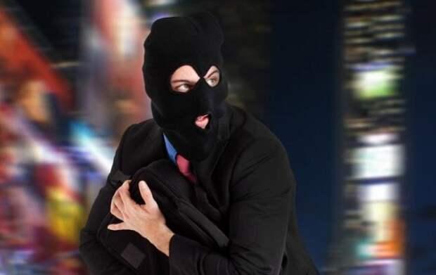В Севастополе задержан похититель женских сумок