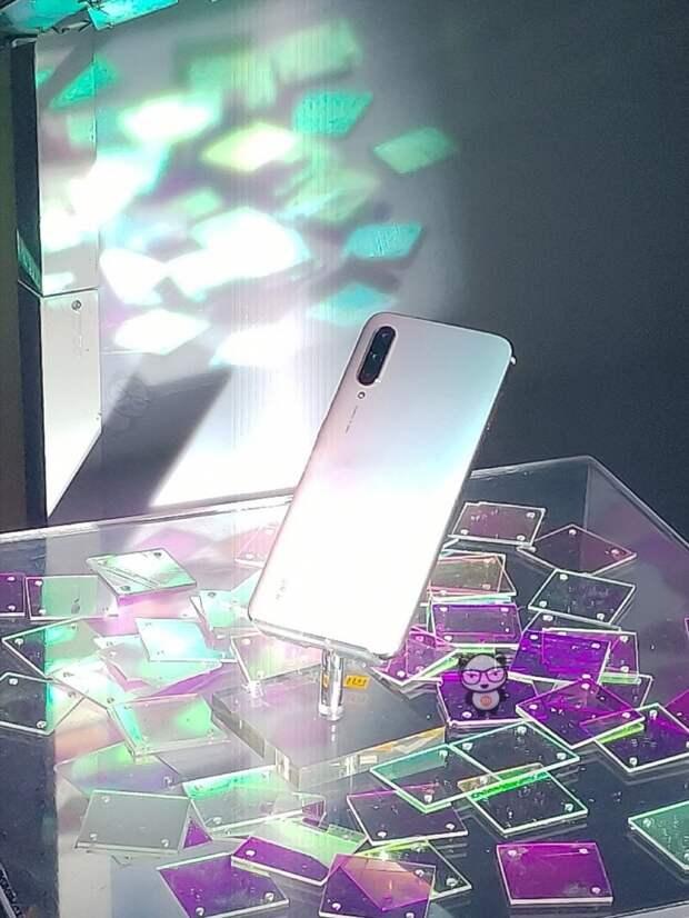 Технические характеристики и внешний вид Xiaomi Mi CC9 и Meitu Custom Edition