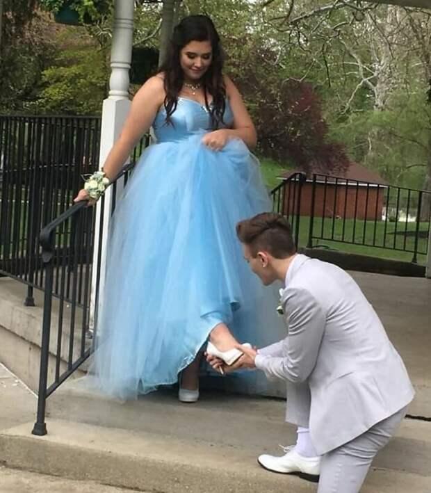 Парень сшил выпускное платье подруге, у которой не было денег на «платье мечты»