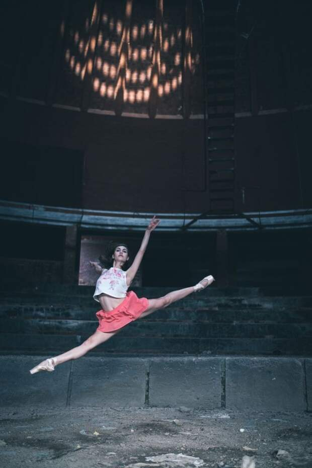 Ослепительные фотографии танцоров, выполняющие па на улицах Кубы