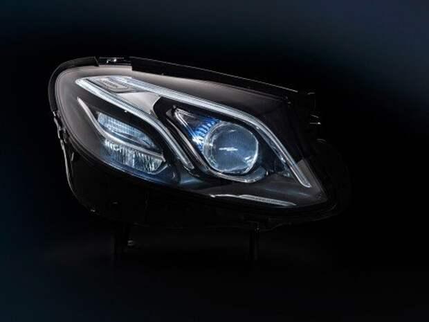 Новый Mercedes-Benz E-класса: вперед батьки