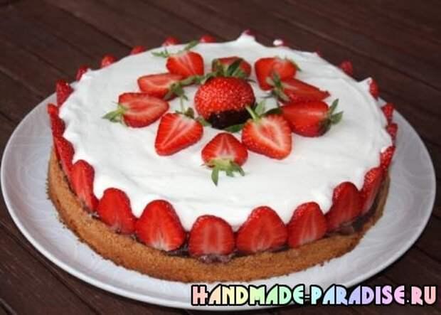 Шоколадно-сливочный торт с клубникой (7)