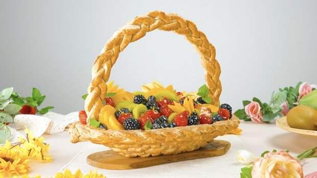 Красивый десерт «Корзинка фруктов» с нежным кремом: необычный рецепт