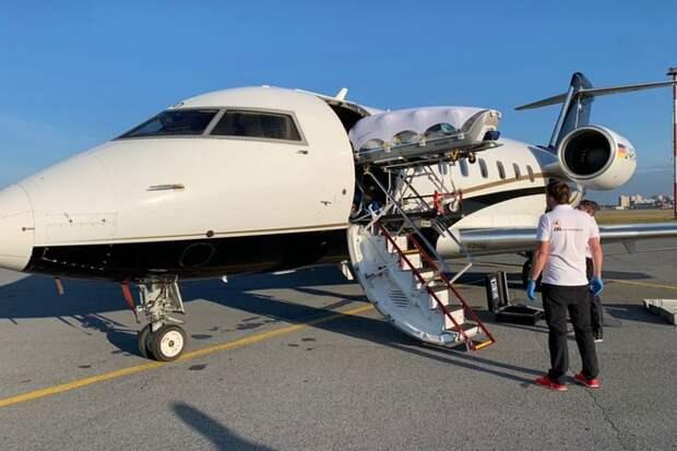 Самолёт с Навальным на борту вылетел в Германию