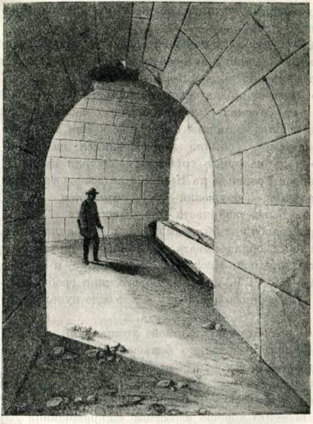 Склеп с цилиндрическим сводом, в кургане на горе Юз-оба (вид из дромоса). Последняя четверть IV в. до н. э.
