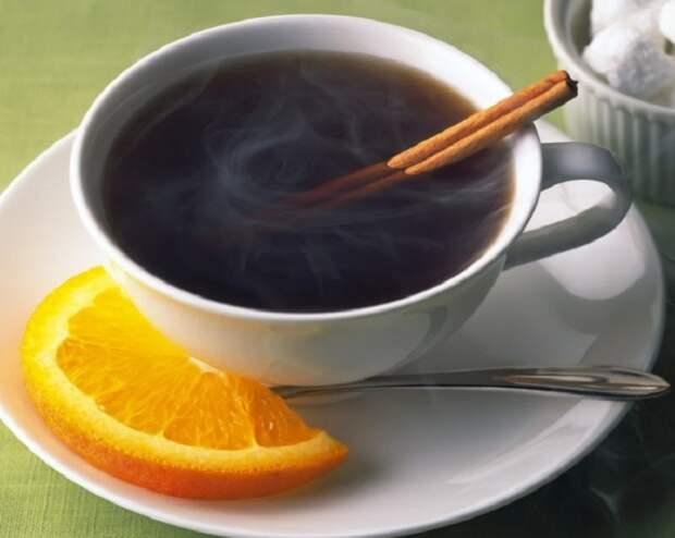 Кофе с апельсином, Ямайка. Традиционный ямайский кофе готовят добавляя в него крепкий алкогольный напиток и апельсин, который придает нотки свежести.