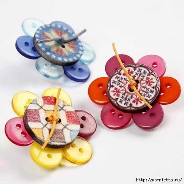 Детские брошки из пуговиц (1) (483x483, 116Kb)
