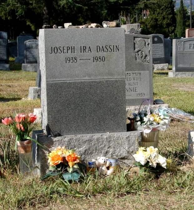 могила Джо Дассена.jpg