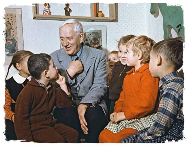 Корней Чуковский с детьми