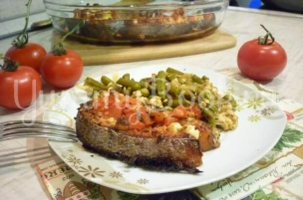 Запечённая сёмга с брынзой и помидорами