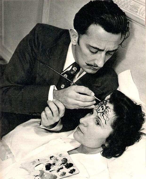 Сальвадор Дали и Гала, 1945 год.jpg
