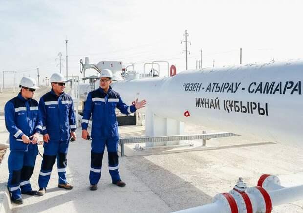 Казахстан возобновляет экспорт нефти через Россию