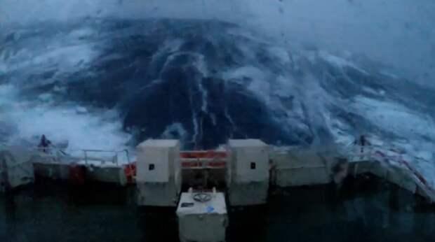 Как выглядит 30-метровая волна вблизи