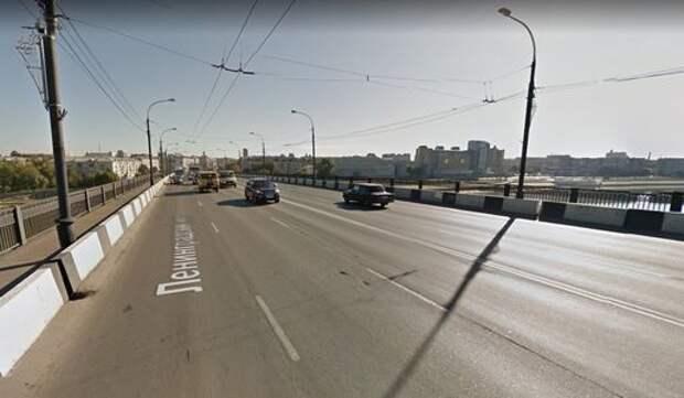 Сотрудники ДПС спасли женщину, которая хотела броситься с моста