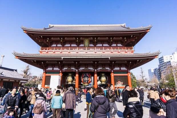 8 место. Сэнсо-дзи — это старейший буддийский храм в Токио, построенный в 628 году. Ежегодно его посещают 30 миллионов человек.