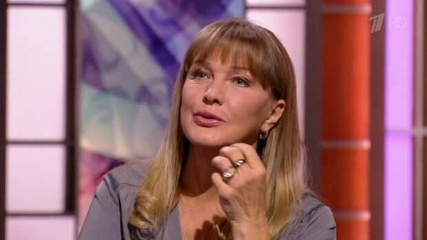 Елена Проклова объяснила нежелание называть имя своего обидчика