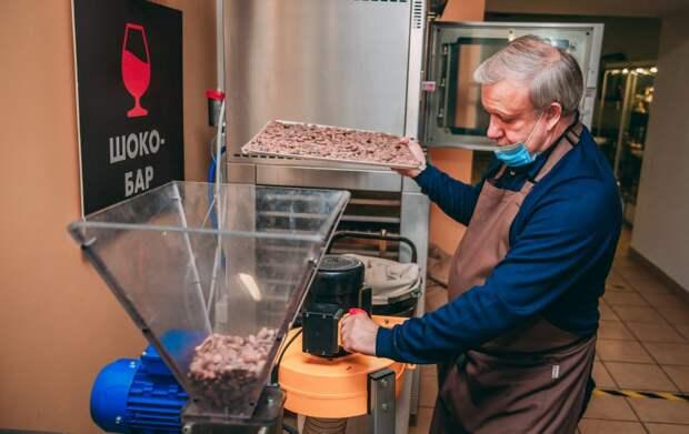 Москвич представил в ЮВАО свою коллекцию дореволюционных сладостей