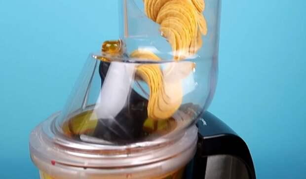 Что, если чипсы бросить в соковыжималку