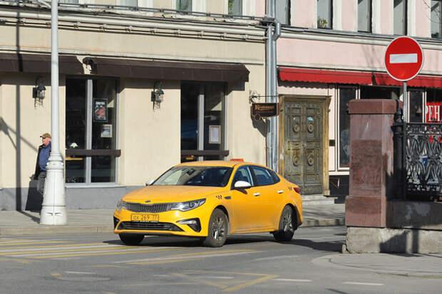 Таксисты предупредили о возможном коллапсе из-за новых правил для водителей. Стоит ли ждать повышения цен на такси?