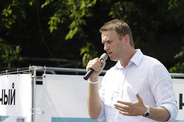 Навальный из-за отравления потерял сознание и попал в реанимацию