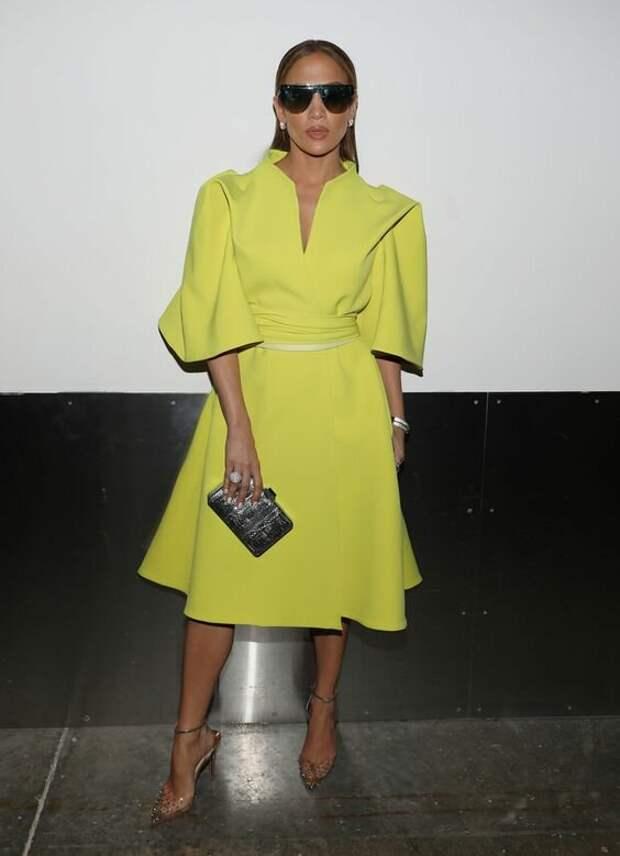 Как в 50 выглядеть на 30: Модные образы Дженнифер Лопес