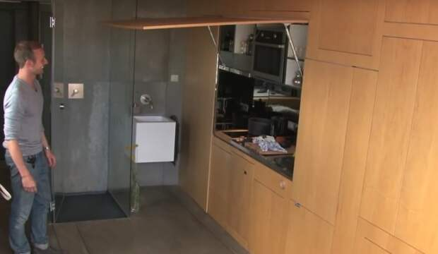 37-летний Кристиан Шале из Австрии купил в Барселоне маленькую квартирку размером 24 m²