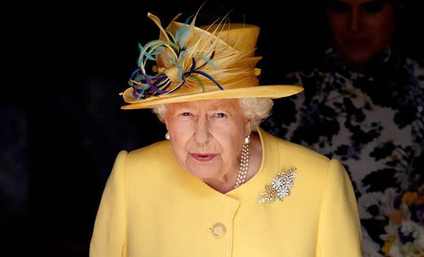 Портной королевы Елизаветы II займется созданием формы для британских врачей