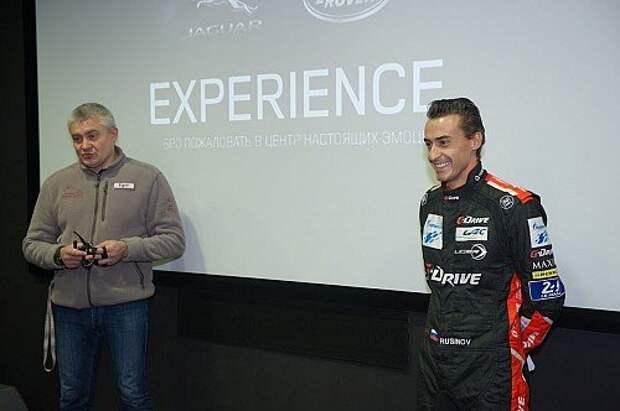 Шеф-инструктор центра водительского мастерства Егор Васин (слева) и Роман Русинов, пилот российской гоночной команды G-Drive Racing, чемпион мира по гонкам на выносливость в классе LMP2