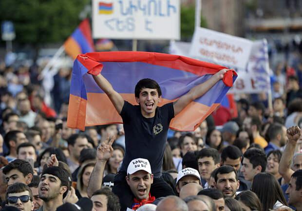 Мы сами себе свалили на голову: жительница Еревана откровенно высказалась о беде Армении (ВИДЕО)