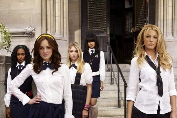 Скоро в школу: 5 стильных решений из сериала «Сплетница», актуальных этой осенью