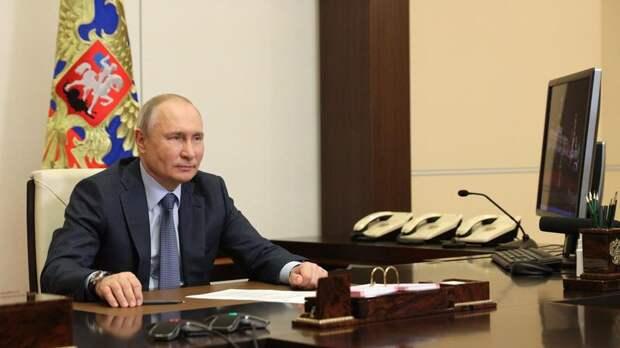 Путин заявил, что Россия в пандемию направила на поддержку граждан около 3 трлн рублей