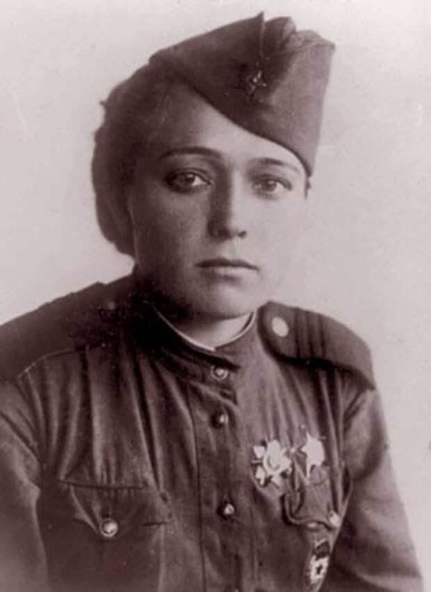 «Ты рядом и всё прекрасно»: Юлия Друнина – поэтесса, которая не смогла жить без любви