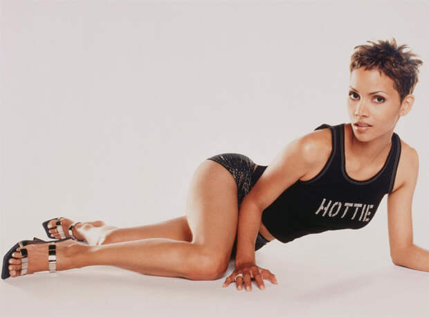 Холли Берри (Halle Berry) в фотосессии Антуана Вергла (Antoine Verglas) для журнала Maxim (июль 2000), фото 8
