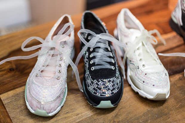 Кроссовки, расшитые мастерами Дома Lesage для весенней коллекции Chanel Haute Couture 2014 года © lejournalflou.com