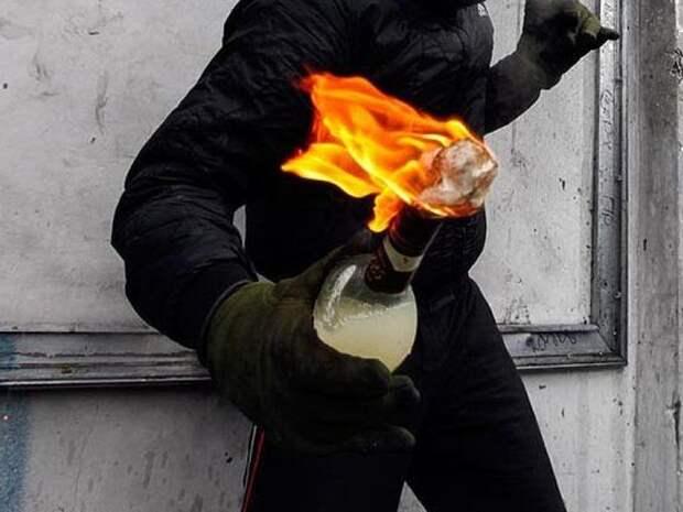 Коктейлями Молотова пытались поджечь здание РУВД протестующие в Минске