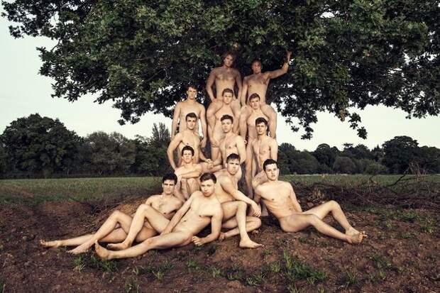 Обнаженные гребцы снялись для горячего календаря