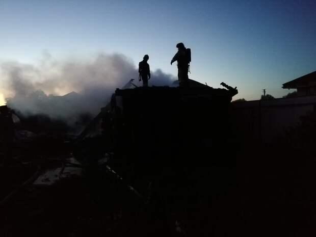 Одному взрослому и дошкольнику удалось спастись из горящего дома, в котором погибли 4 человека