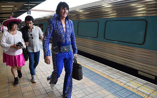 """Элвис жив: поклонники """"короля рок-н-ролла"""" в образах любимого исполнителя"""