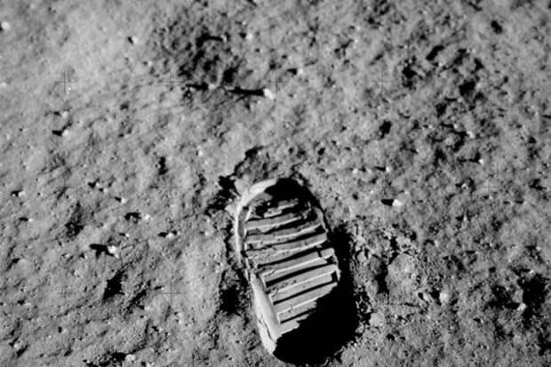 След человека на Луне