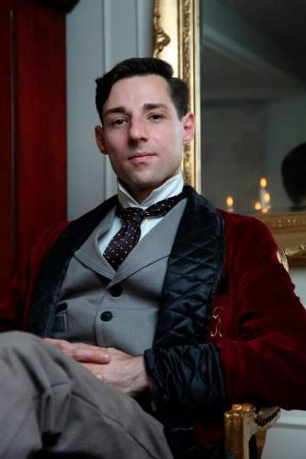 Британец не знал, почему его всегда тянуло в XIX век. Ответ пришёл сам, когда он увидел себя на фото из 1900-х