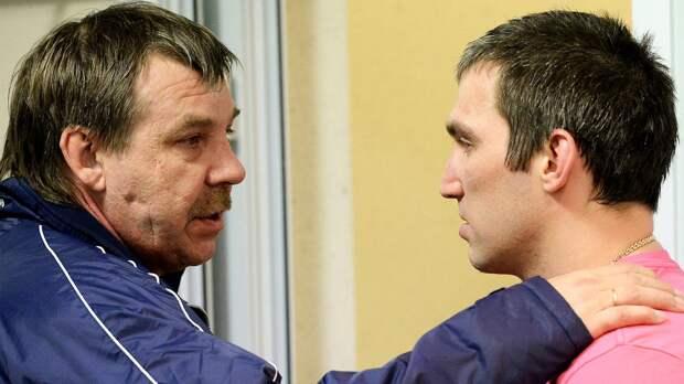 Знарок— самый любимый тренер уигроков. Перед ним извинялся Овечкин, онгрустил из-за Капризова
