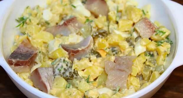 Вкуснейший салат по-деревенски с сельдью, который станет отличной заменой надоевшим оливье и шубе