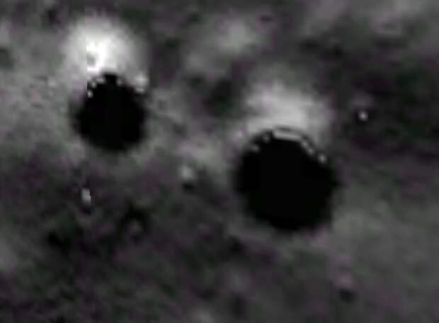 """Лунные кратеры """"облеплены"""" какими-то шарами"""