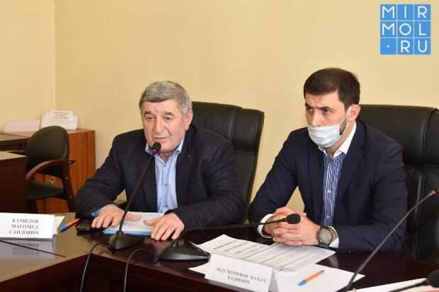 Проблемы массовой вакцинации населения от COVID-19 обсудили в Акушинском районе
