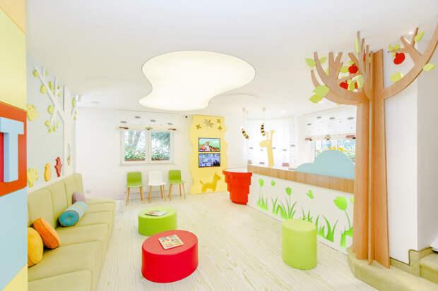 2. Приёмная и комната ожидания в детской стоматологической клинике. больницы, дети