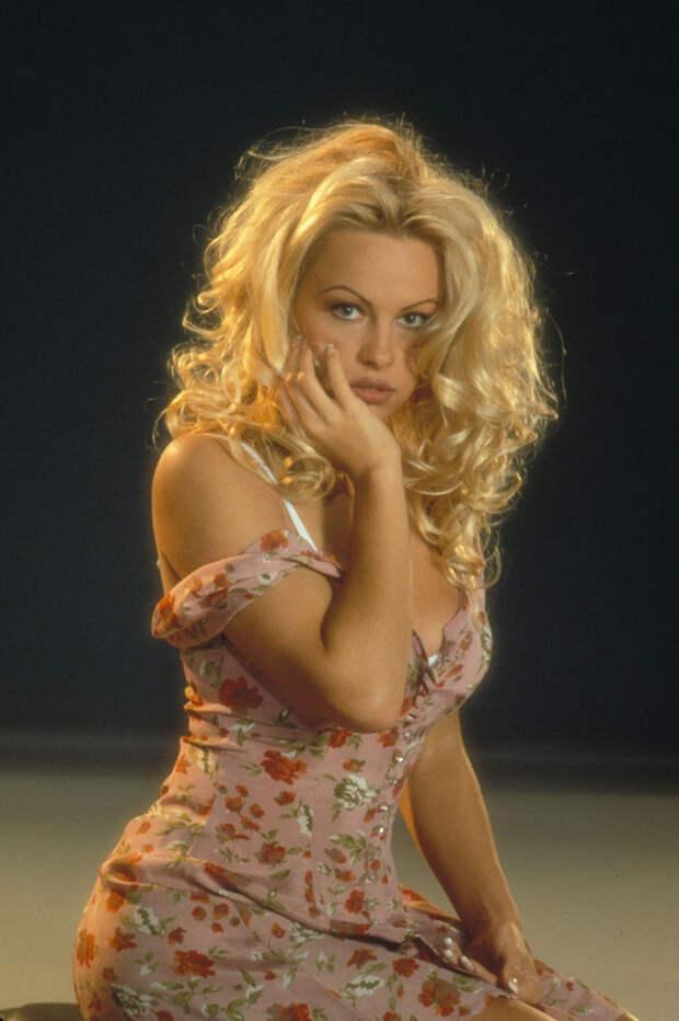 Памела Андерсон (Pamela Anderson) в фотосессии Рона Грепера (Ron Groeper) (1996), фото 10