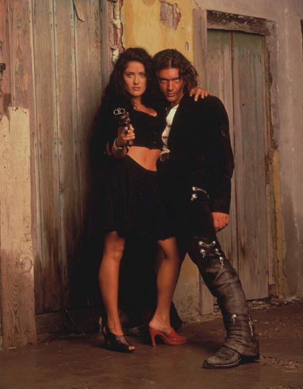 Сальма Хайек (Salma Hayek) и Антонио Бандерас (Antonio Banderas) в фотосессии для фильма «Отчаянный» (Desperado) (1995), фотография 2